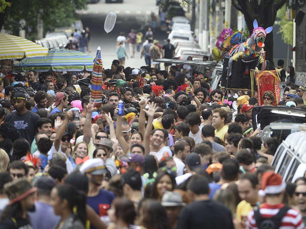 No Carnaval 2014, o rolezinho saiu do shopping center e foi para as ruas de São Paulo neste domingo ao menos, no hino do bloco Jegue Elétrico, em Pinheiros, na zona oeste Foto: Ricardo Matsukawa/Terra