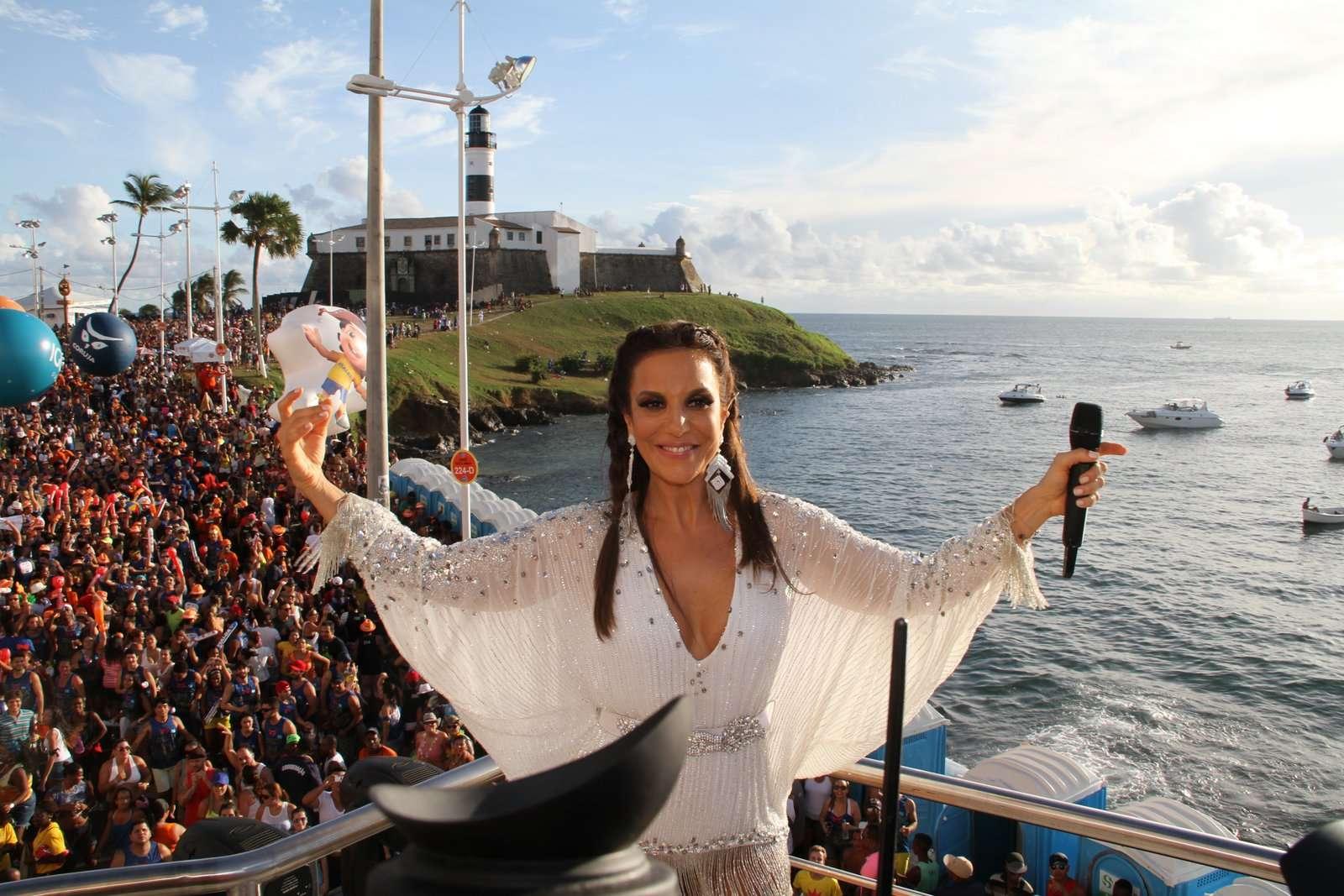 Assim como nos dias anteriores, baiana apareceu de roupa branca Foto: Dilson Silva/AgNews