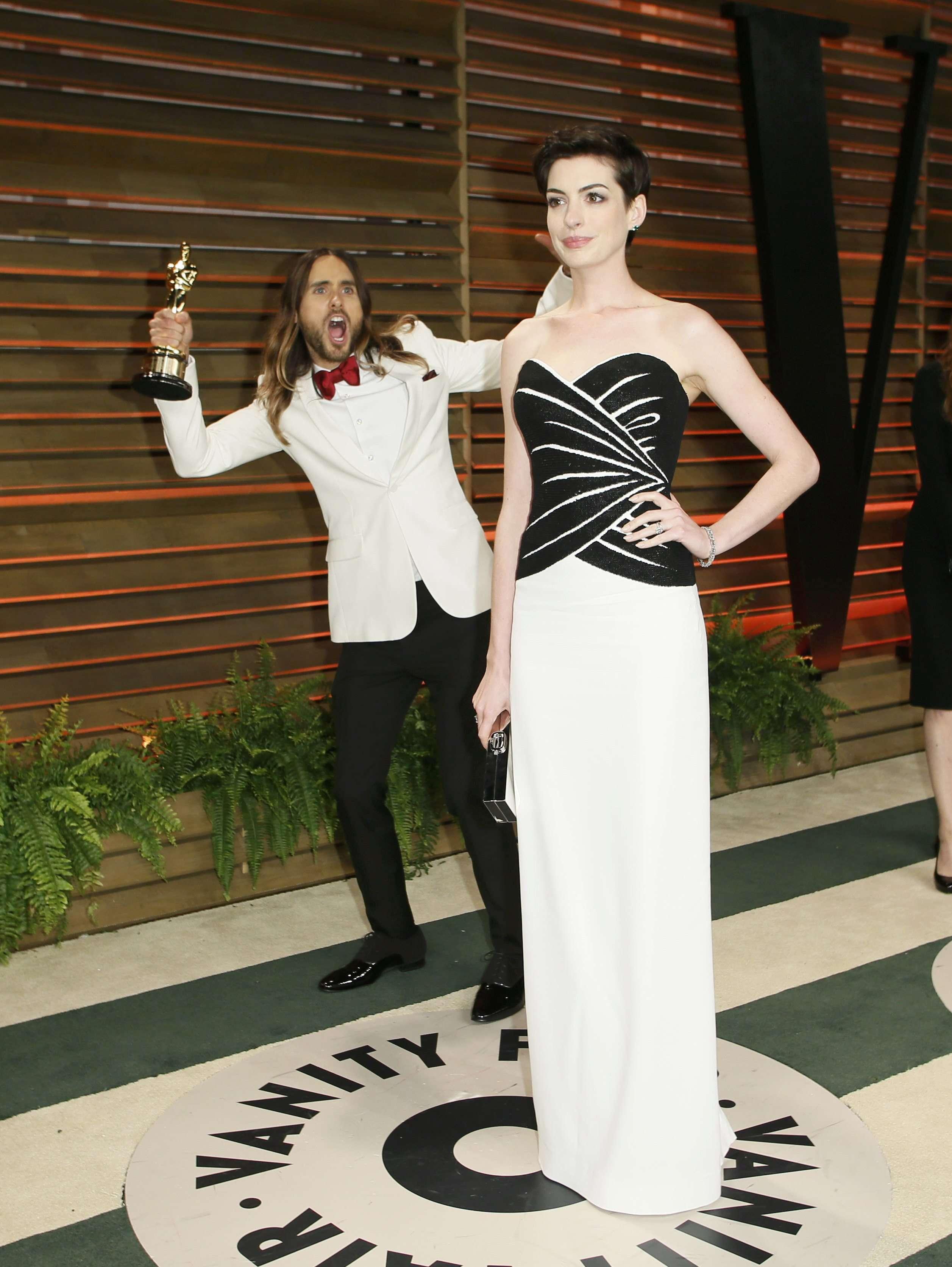 Famosos se divertem nos bastidores do Oscar, veja fotos