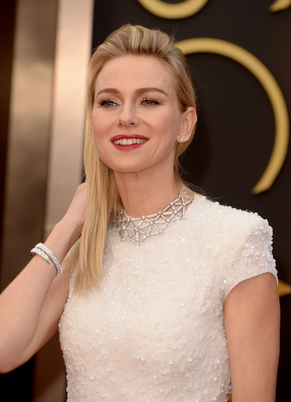Famosos atraem flashes ao chegar para cerimônia do Oscar