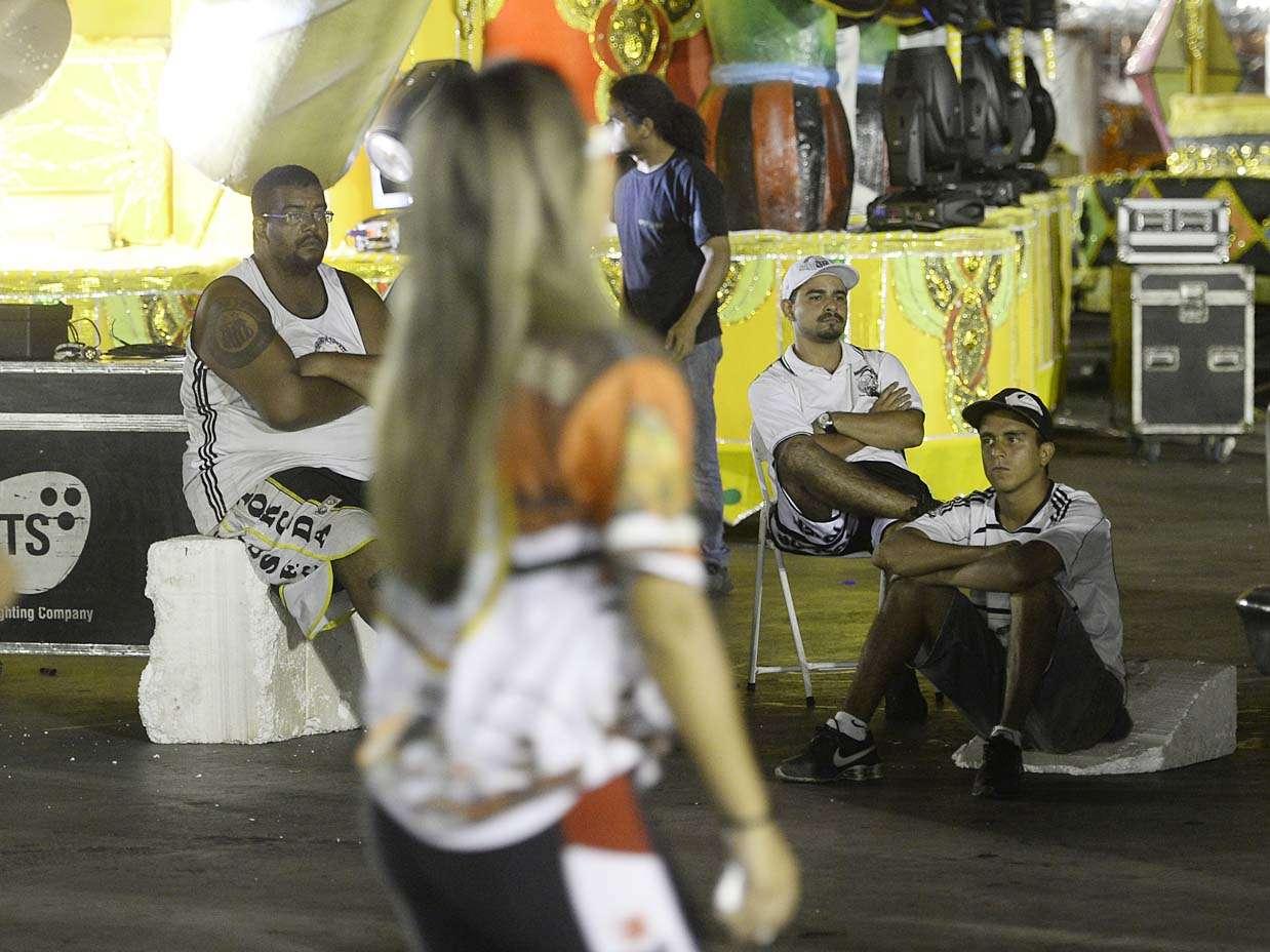 Torcidas Independente e Jovem - de Santos e São Paulo - se encontraram no sambódromo paulistano nesta segunda-feira; clima era de revolta entre os santistas Foto: Ricardo Matsukawa/Terra