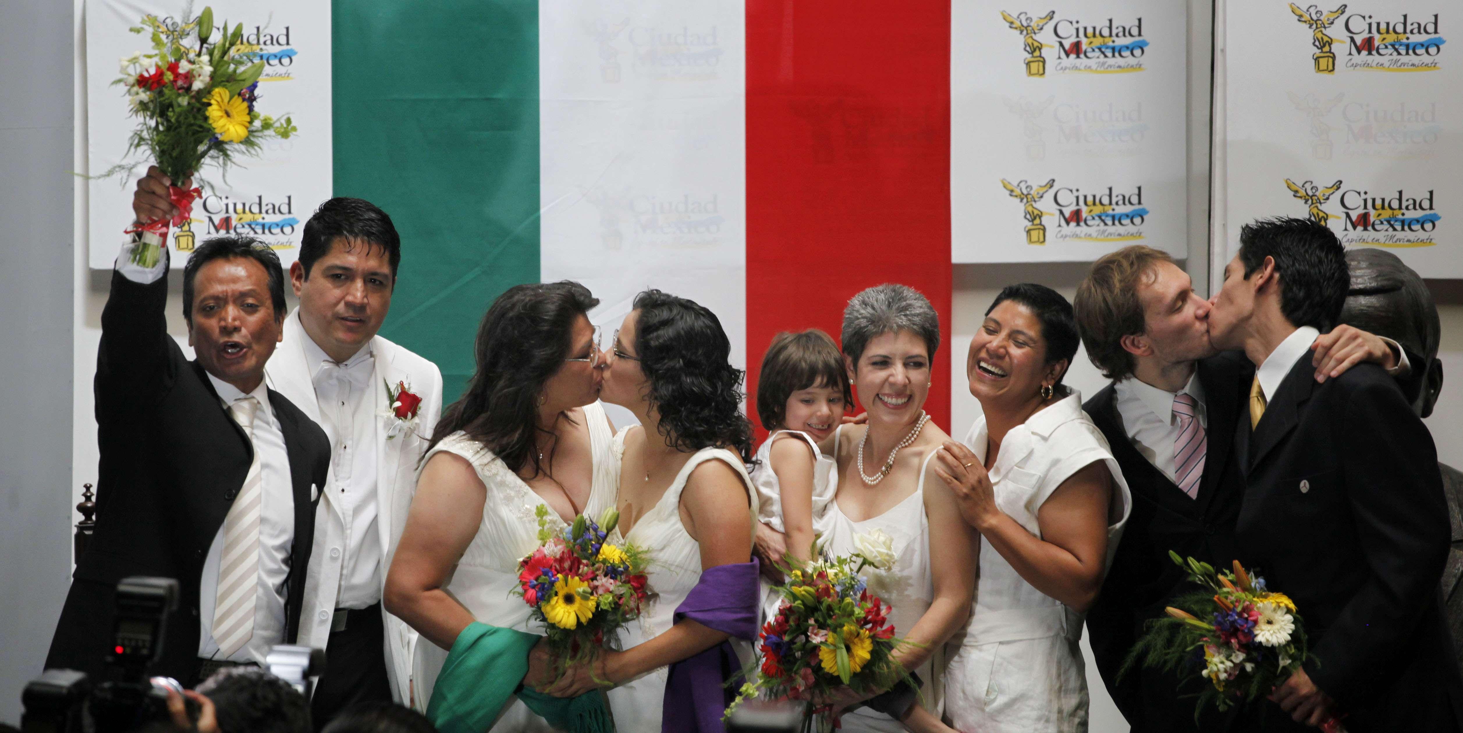Hace cuatro años entraron en vigor las reformas que permiten el matrimonio gay en el DF. Foto: Archivo/AP en español