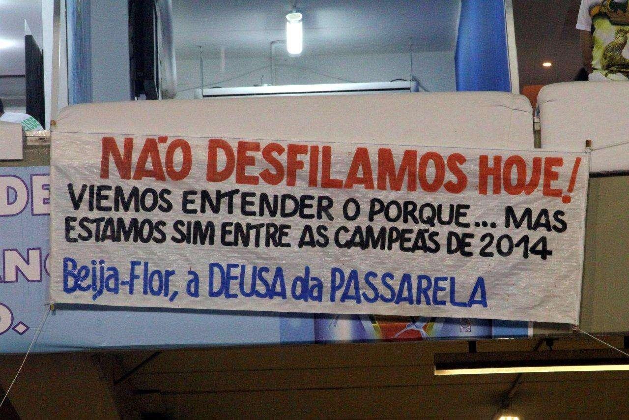 A Beija-Flor de Nilópolis protestou contra o resultados da apuração do Carnaval do Rio de Janeiro, neste sábado (8), durante o desfile das campeãs, na Sapucaí Foto: Anderson Borde/AgNews