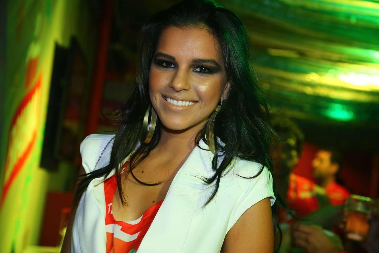 Muitos famosos marcaram presença nos camarotes da Sapucaí, durante desfile das campeãs do Carnaval carioca. Na foto, Foto: AgNews