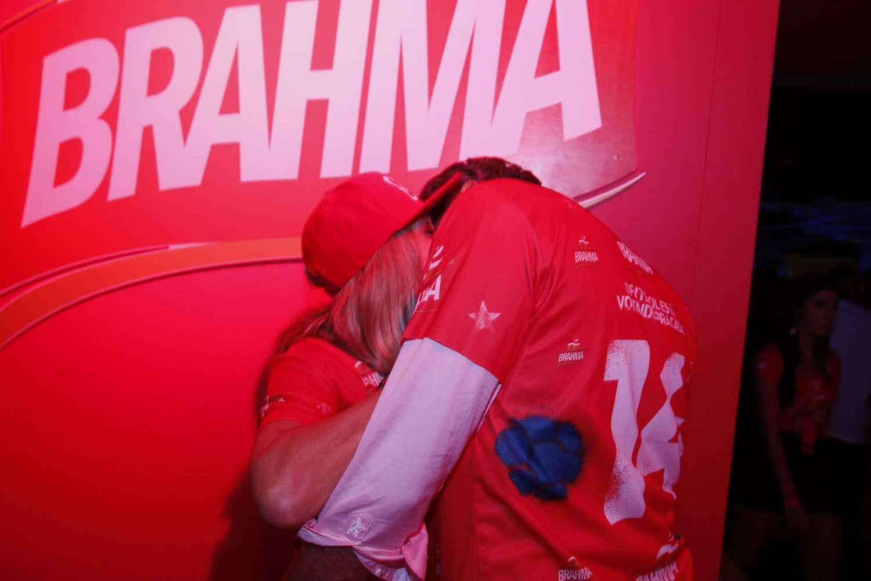 Susana Vieira assumiu o namoro com o prefeito de Jaguariúna (interior de São Paulo), Marcos Gustavo. Os dois trocaram muitos beijos e não se importaram com os cliques dos fotógrafos Foto: AgNews