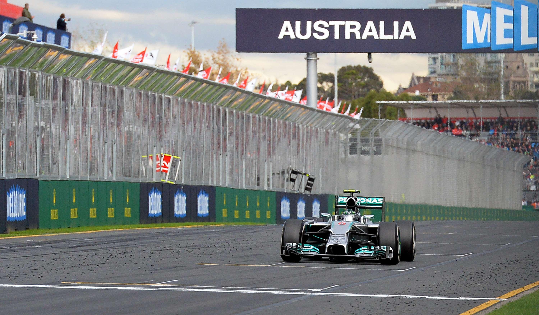 Alemão Nico Rosberg leva sua Mercedes à vitória do GP da Austrália Foto: AFP