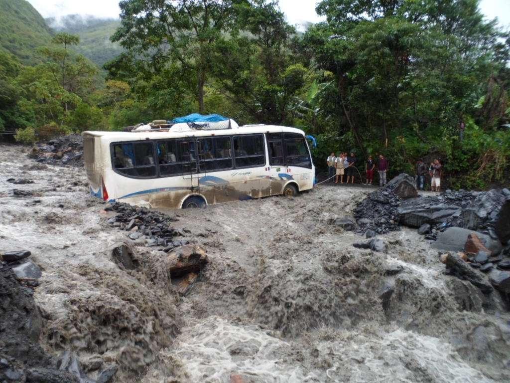 Cientos de pasajeros se salvaron de morir arrasados por un huaico Foto: Terra