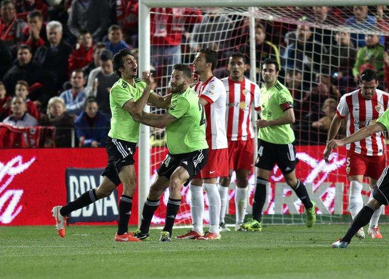 Osasuna golpea al Almería y da un paso hacia la salvación