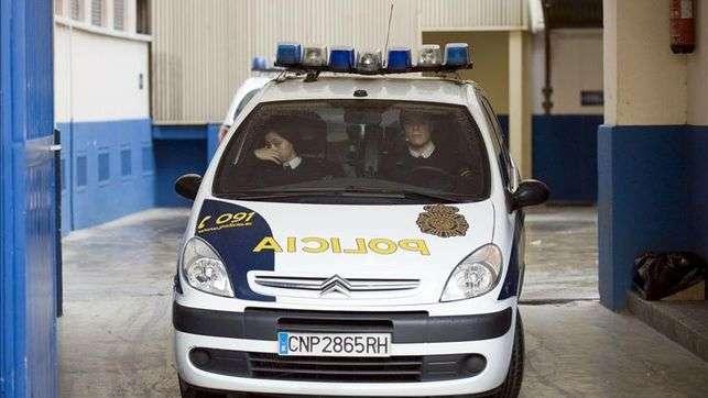 En la imagen, un coche de la Policía Nacional. EFE/Archivo Foto: EFE
