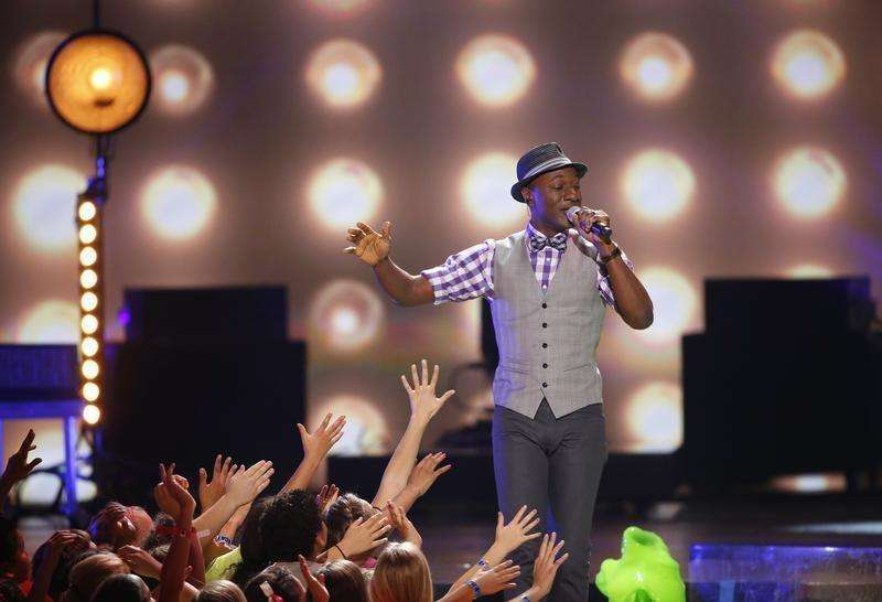 Singer-songwriter Aloe Blacc tops UK music chart