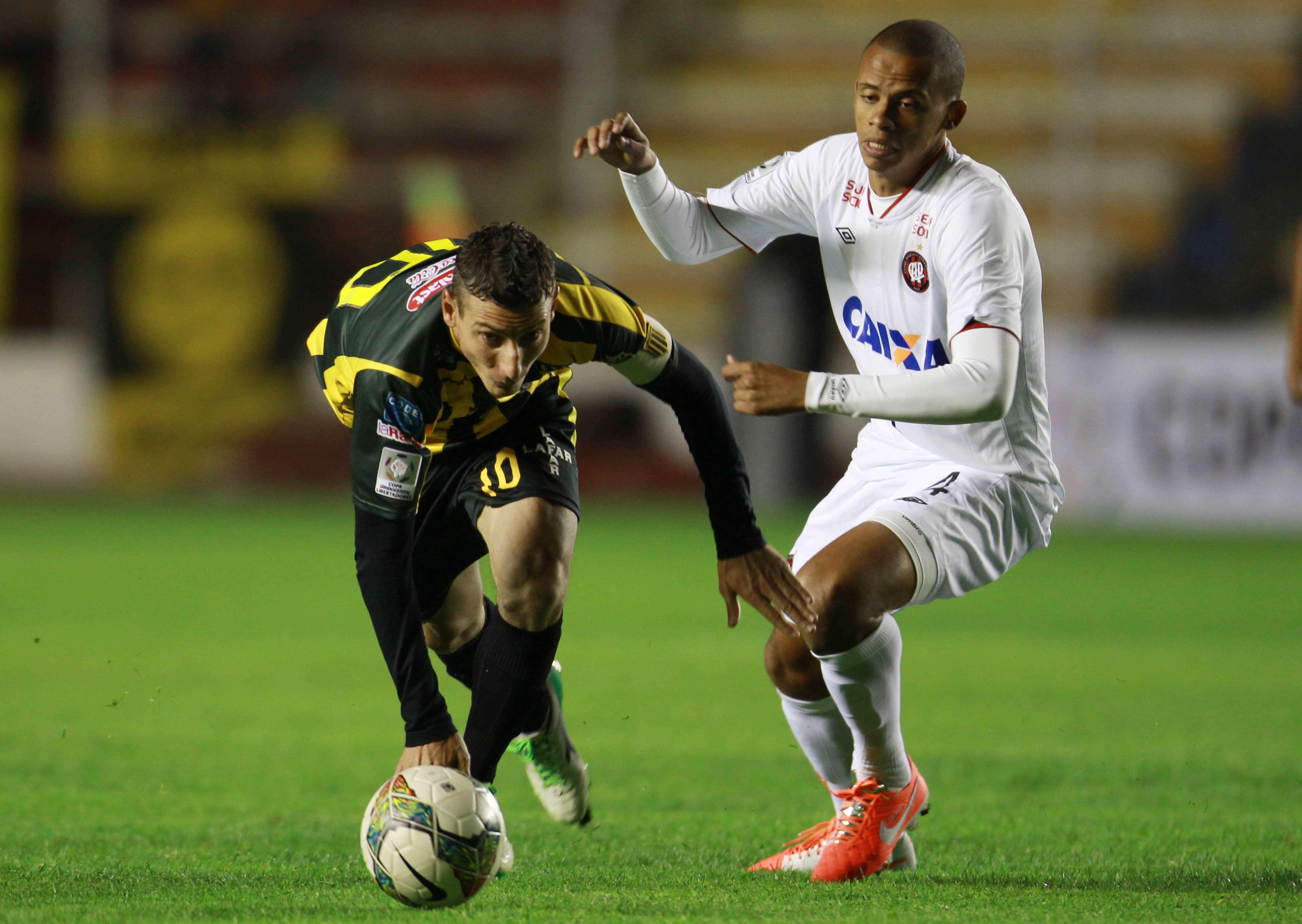 Atlético-PR altera zaga em último jogo sem torcida na Arena