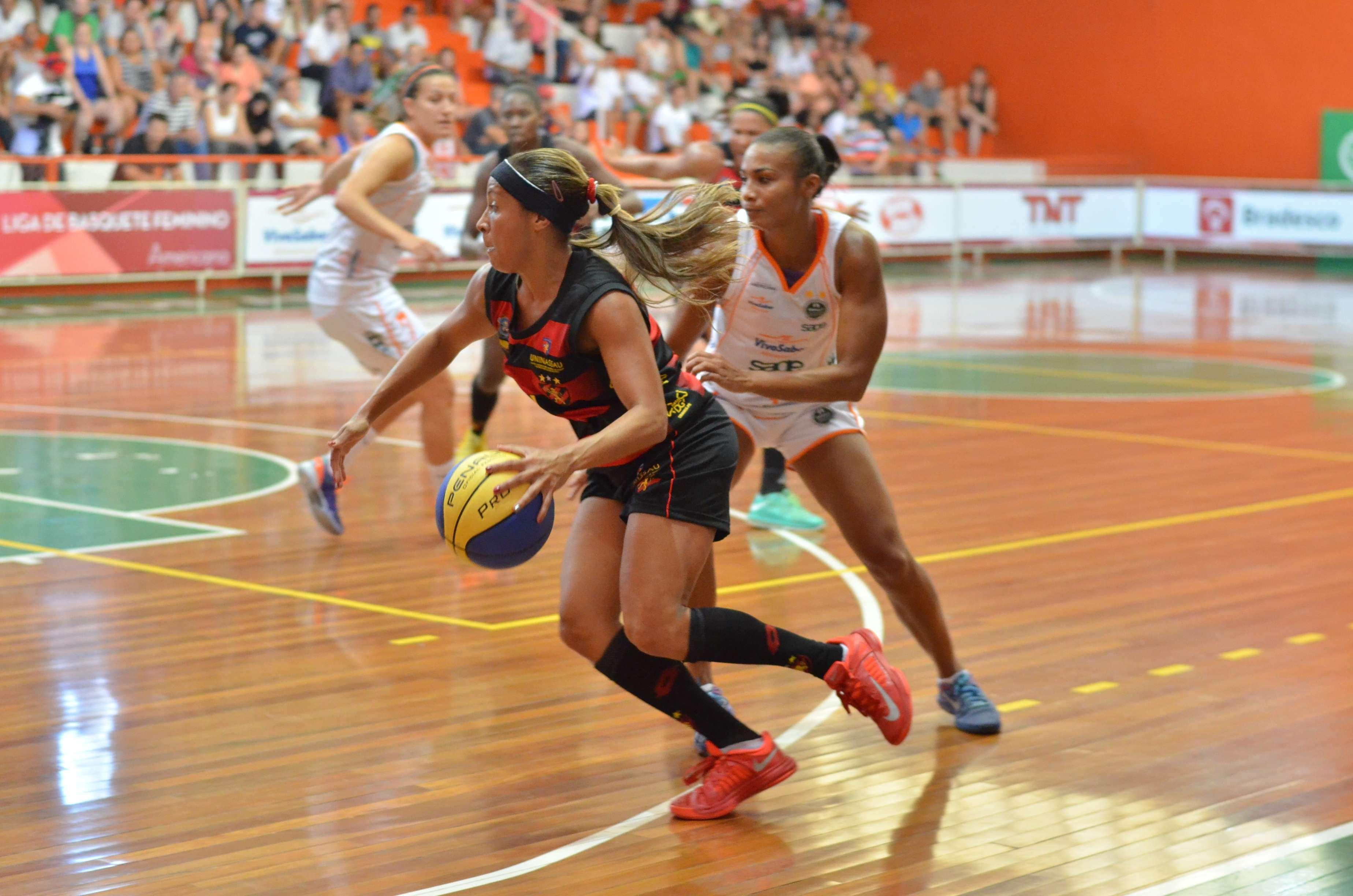 Armadora Adrianinha comanda o Sport na busca do bi da Liga de Basquete Feminino Foto: Sanderson Barbarini/LBF/Divulgação