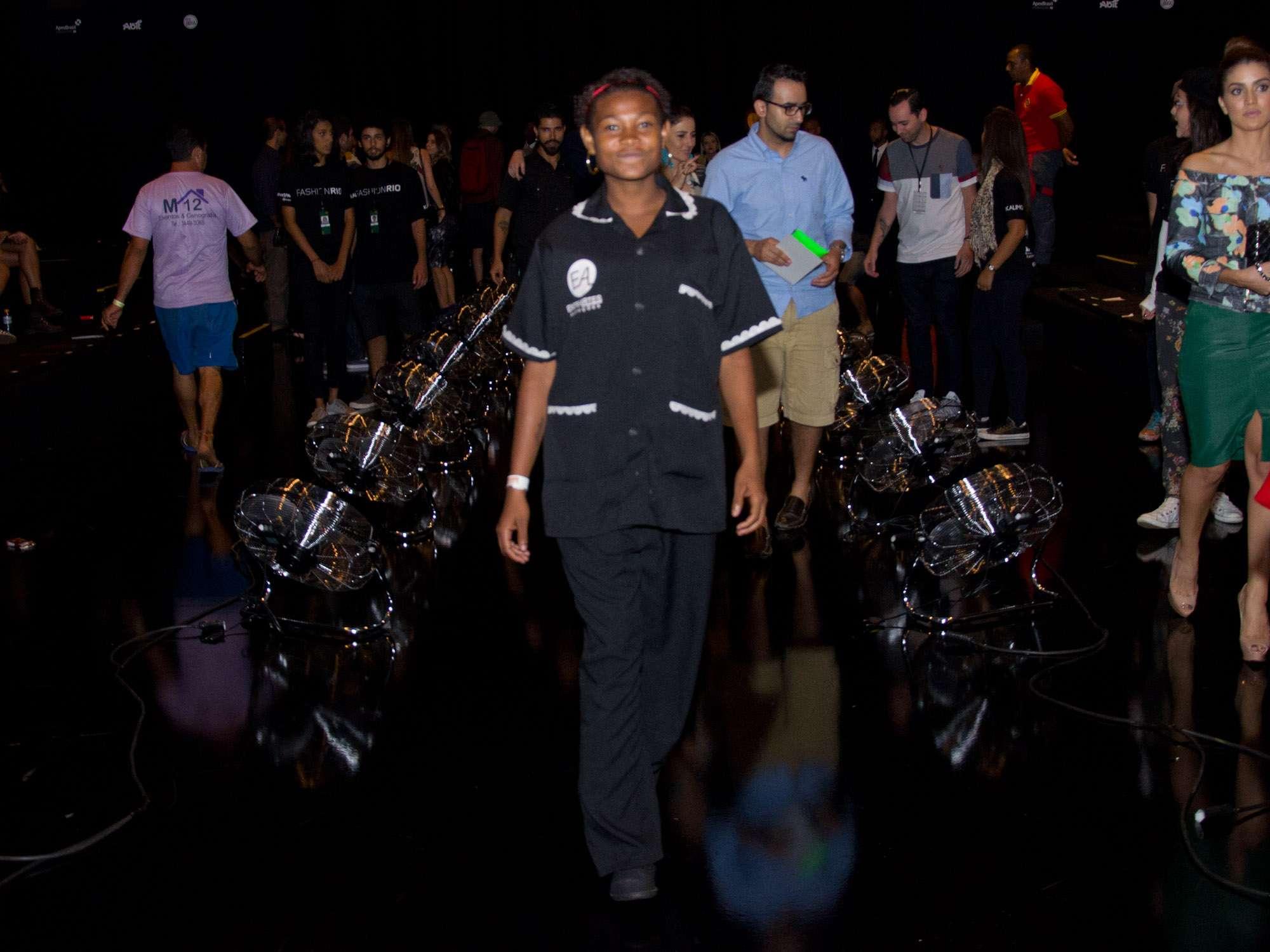 """Luciana dos Santos trabalhou no Fashion Rio como faxineira e carregadora de equipamentos e viu pela primeira vez na vida um desfile de moda. """"Foi emocionante"""", resumiu Foto: Luciana Monteiro/Especial para Terra"""