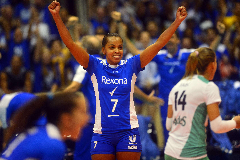 Fofão vibra; Unilever faz 3 a 2 no Vôlei Amil e está na final da Superliga Feminina Foto: Daniel Ramalho/Terra