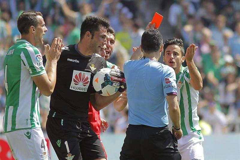 El Sevilla y el árbitro entierran definitivamente al Betis