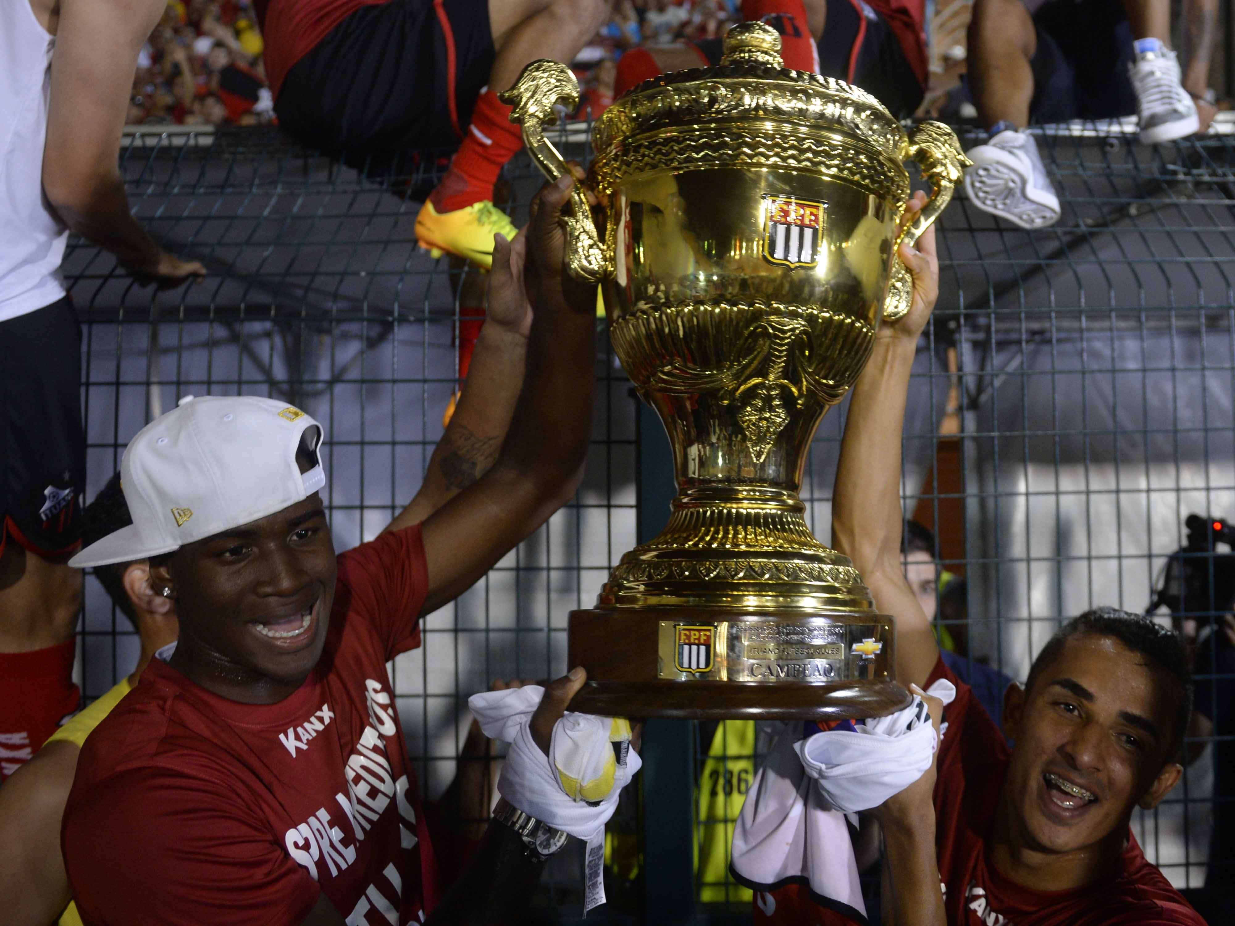 Jogadores do Ituano fazem festa com conquista do Paulista em final com Santos Foto: Alan Morici/Terra