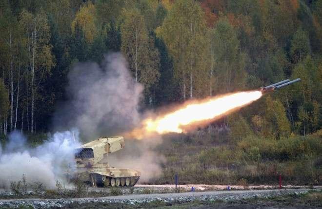 """Um míssil russo """"TOS-1 Buratino"""" e lançador de foguetes durante a """"Rússia armamento Expo 2013"""", exposição internacional de armas, equipamento militar e munição (arquivo) Foto: International Business Times/Reprodução"""