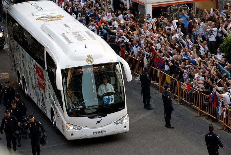 Los jugadores del Real Madrid y del Barça llegan a Mestalla
