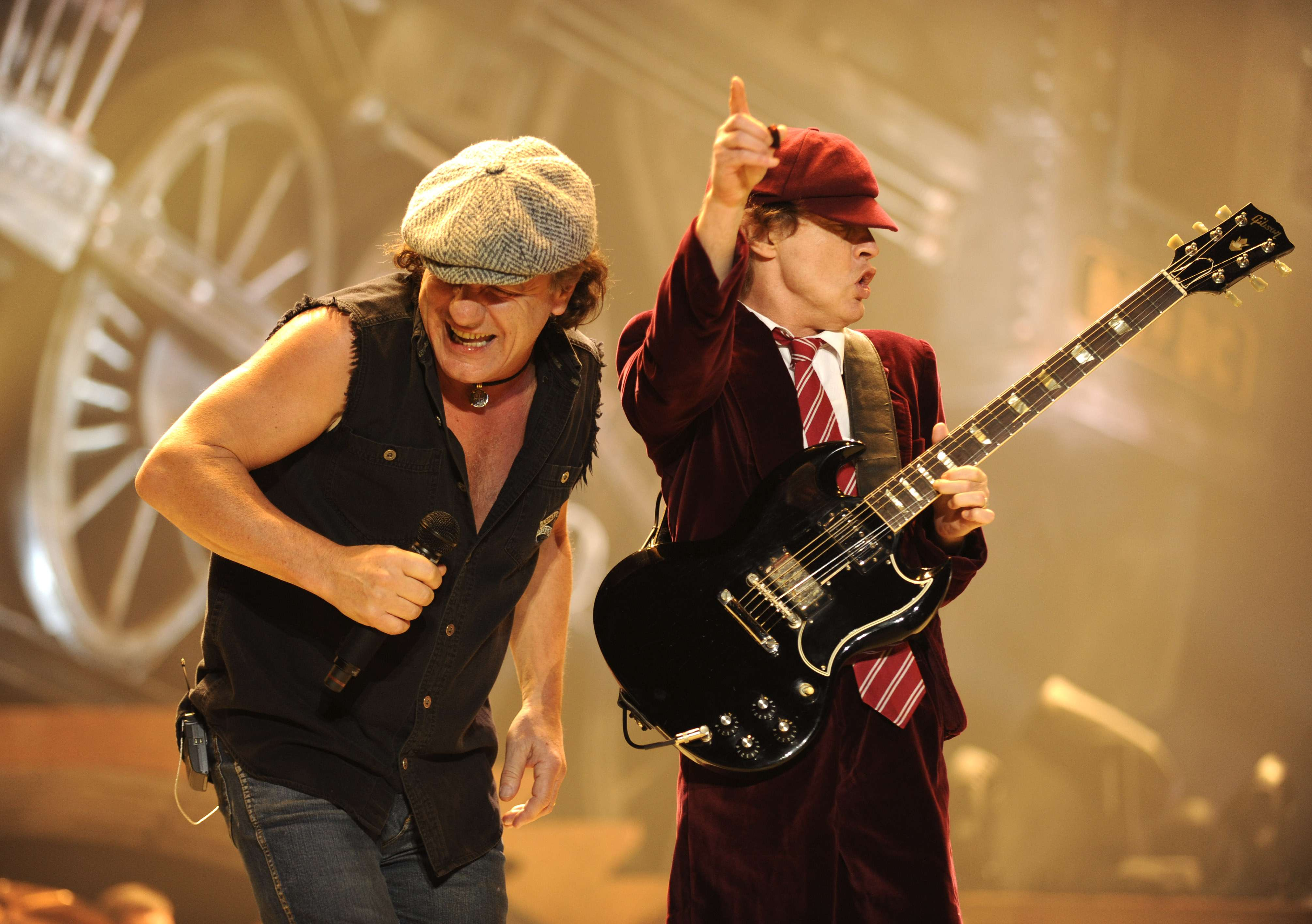 Lars Ulrich aposta em AC/DC como headliner do Glastonbury