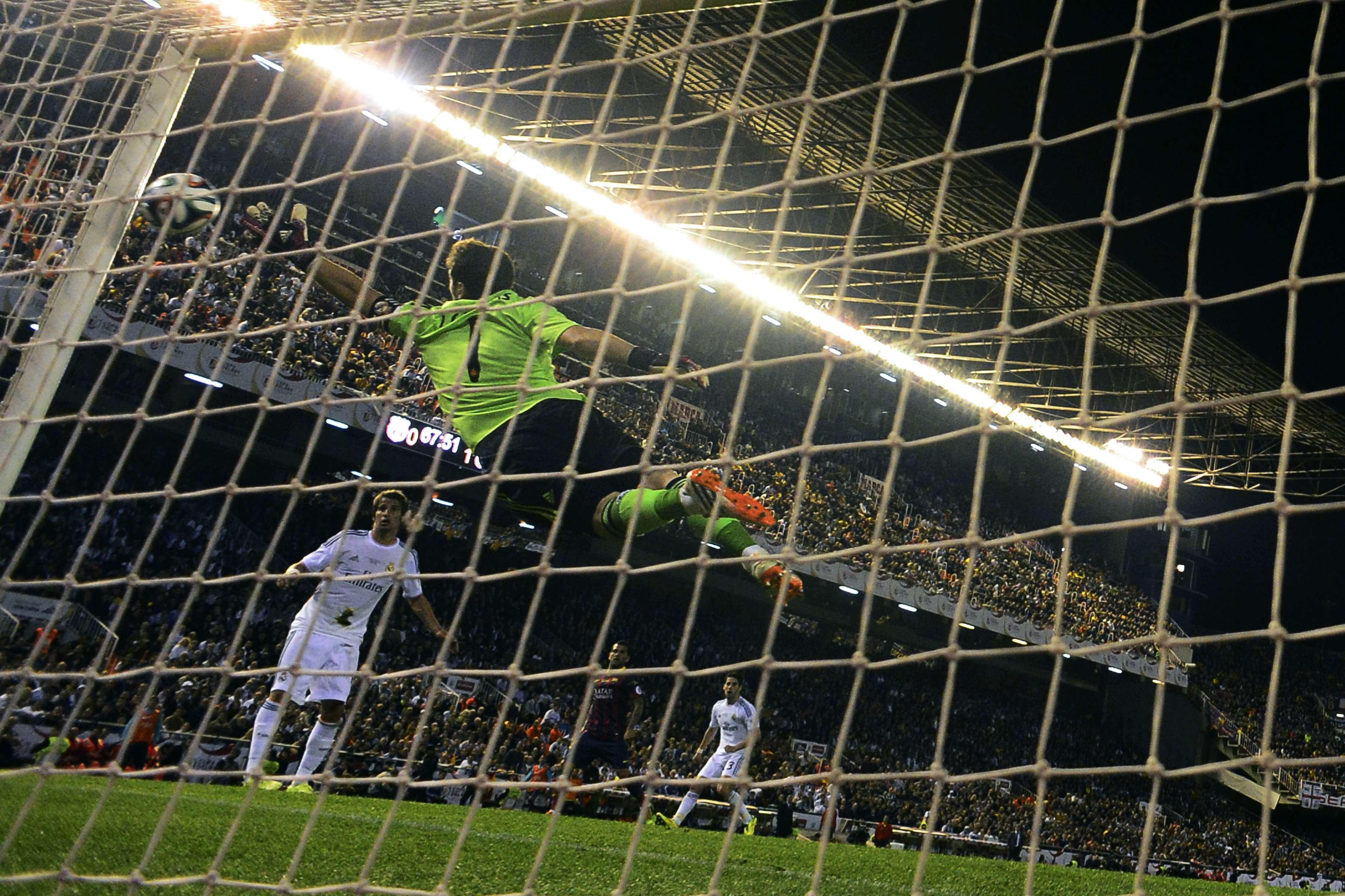 "Casillas dedica título a Jesé e admite ""sorte"" no fim"