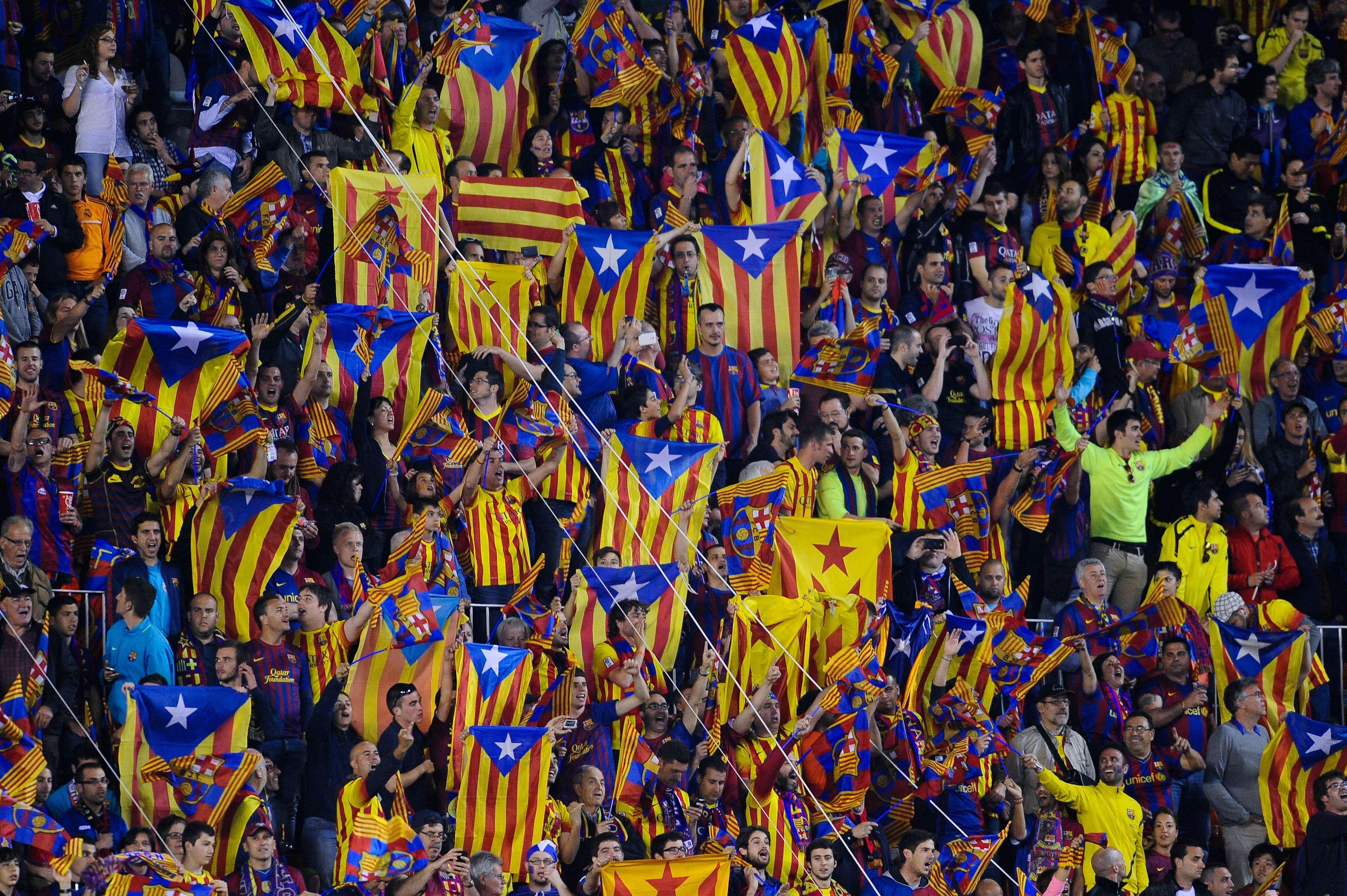 Hinchas blancos disfrazados y pagados para insultar al Barça
