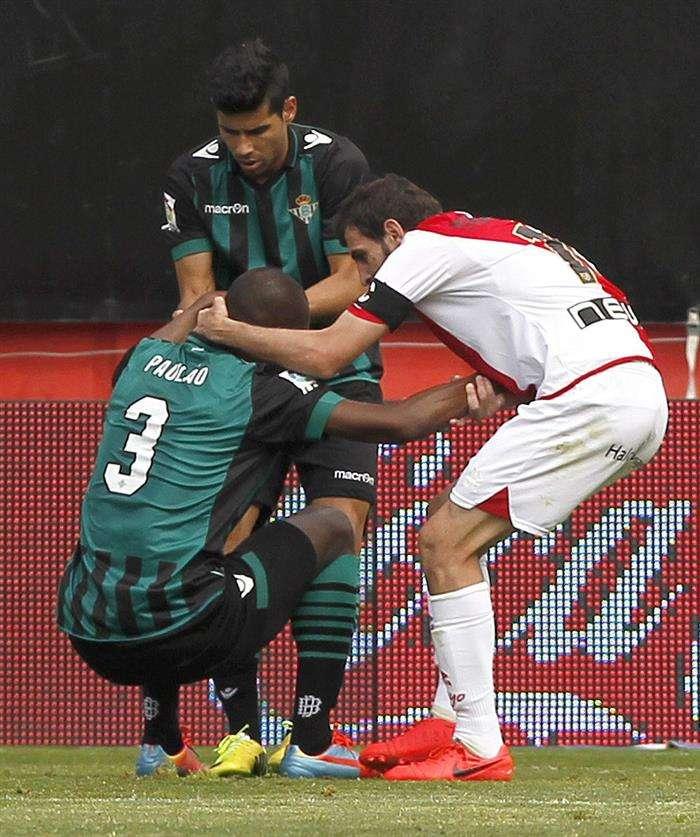 El Rayo golea a un Betis que continúa su penitencia (3-1)