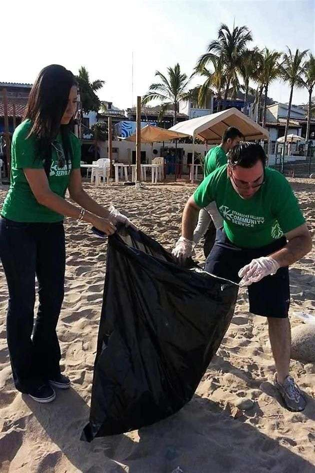 Turistas dejan playas sucias en Puerto Vallarta