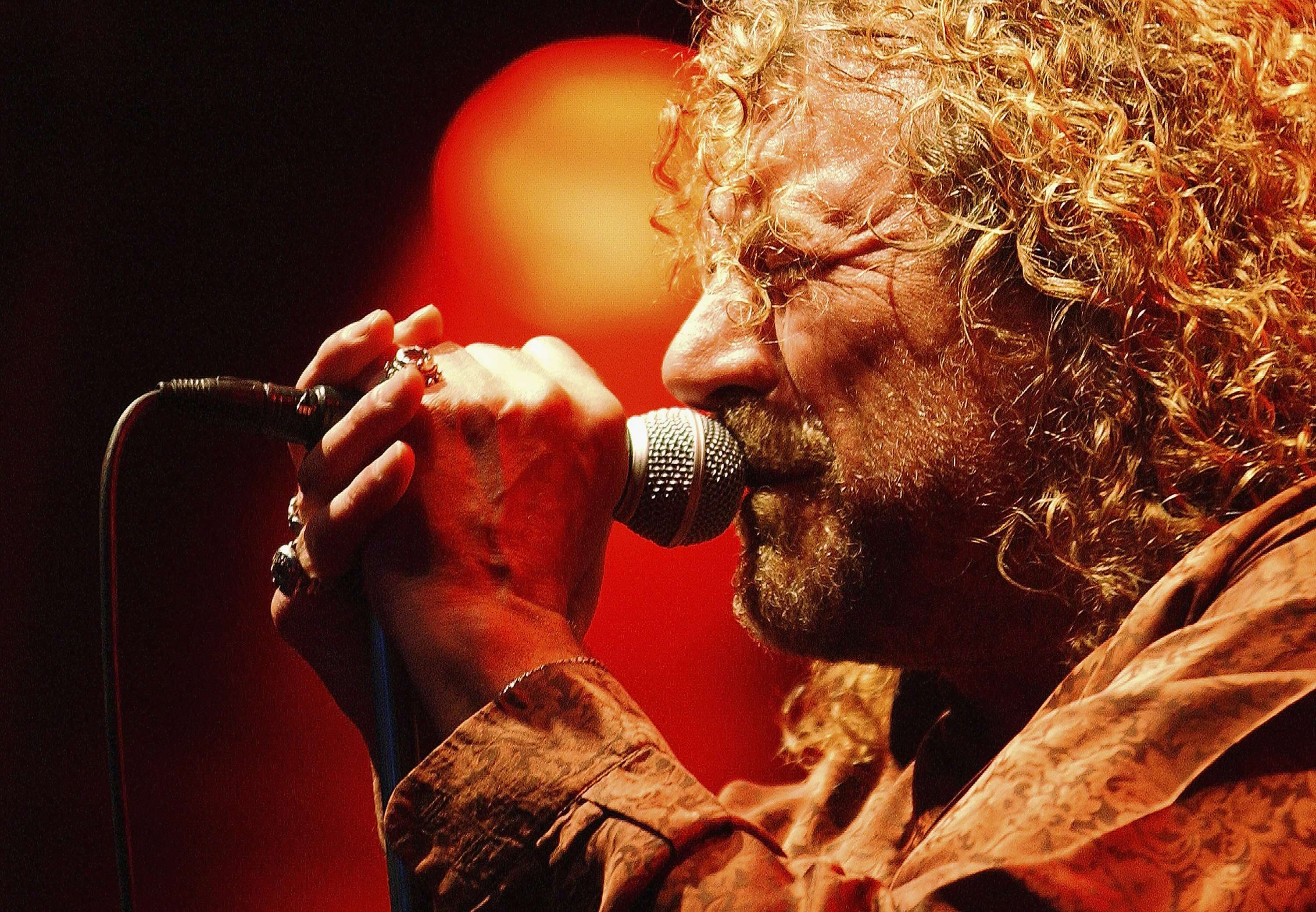 "Robert Plant descarta reunião do Led Zeppelin: ""zero chance"""