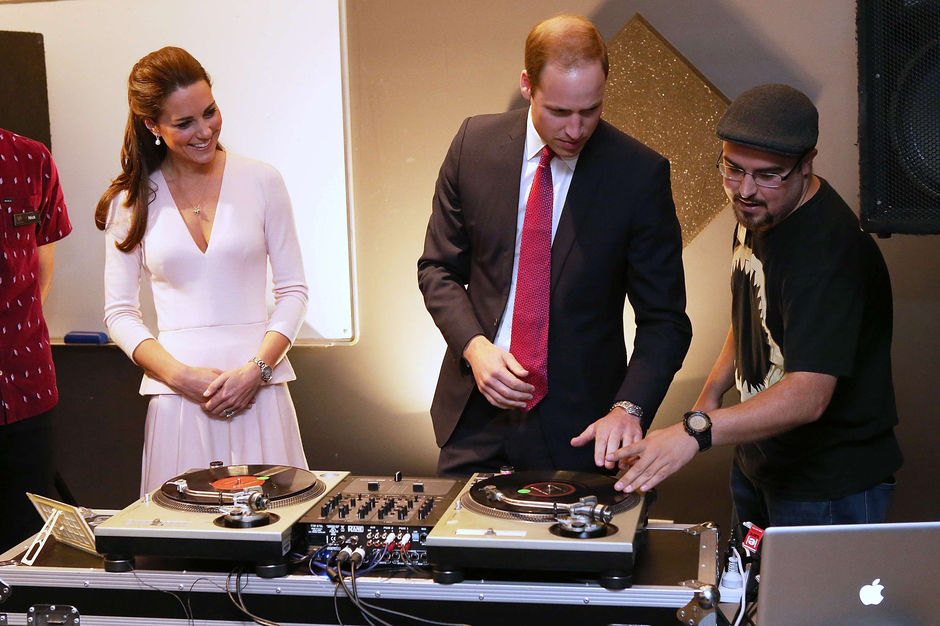 William e Kate se arriscam como DJs na Austrália