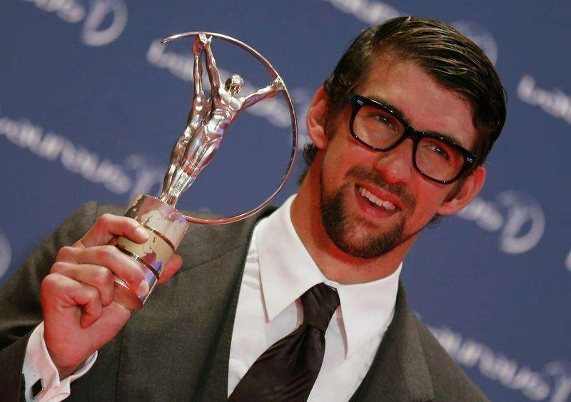 Phelps wins first race in comeback