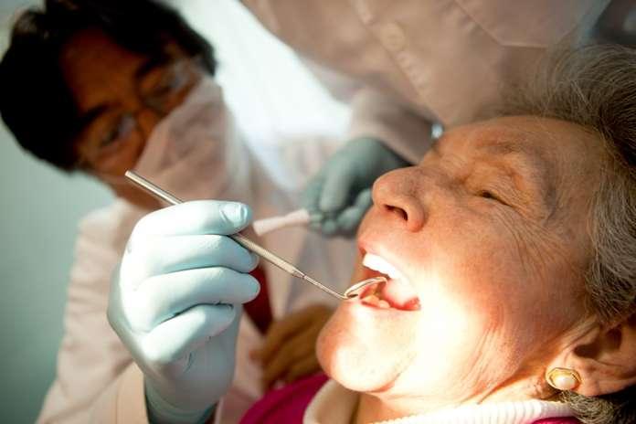 Con elpasodel tiempoes esmalte dental se va gastando