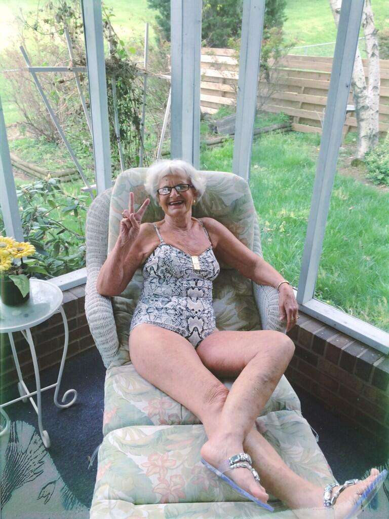 голые бабушки ебуться фото