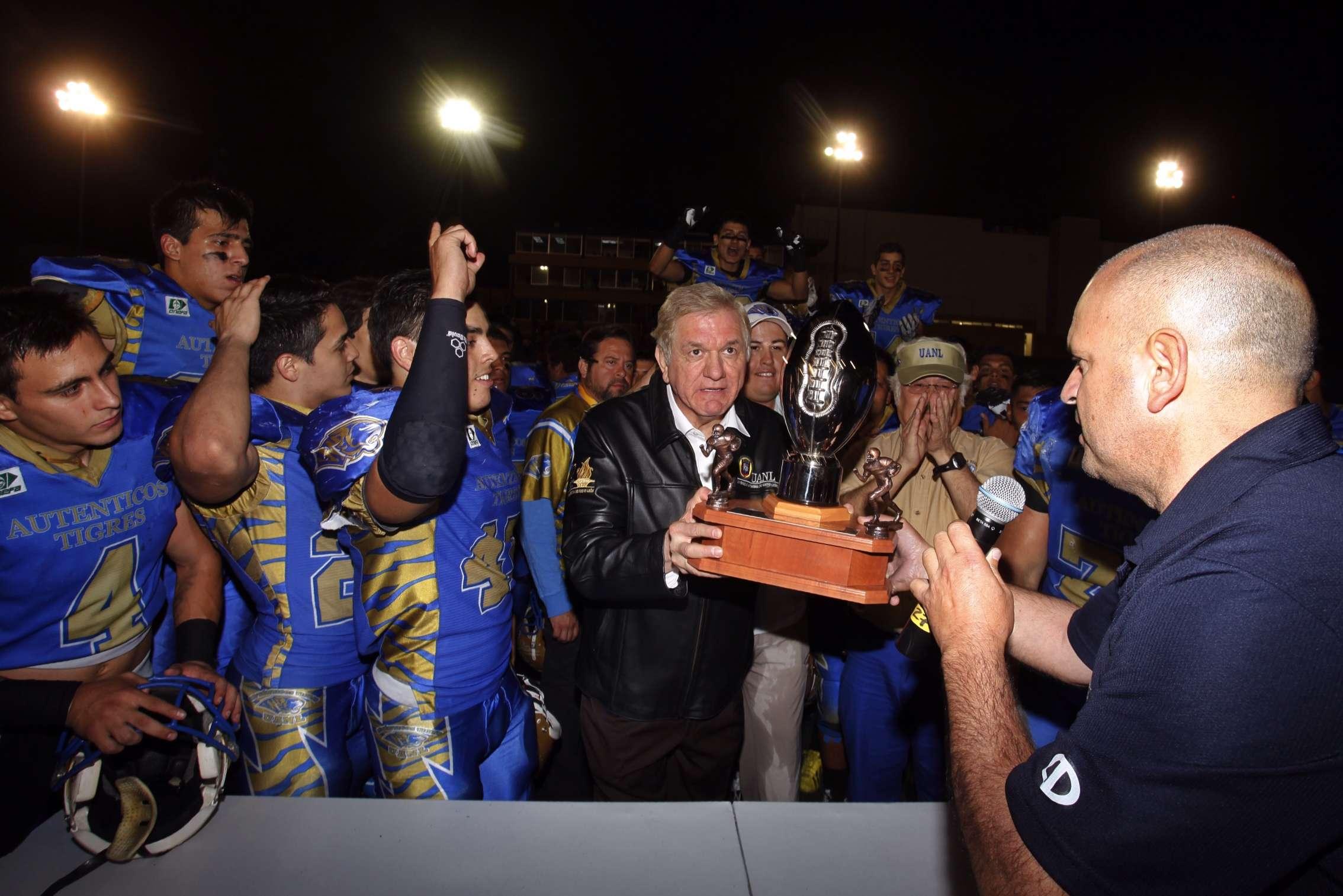Momentos exclusivos de la premiación de los Auténticos Tigres UANL y los jugadores más valiosos del partido Foto: Mario Castillo / Derechos reservados/Terra