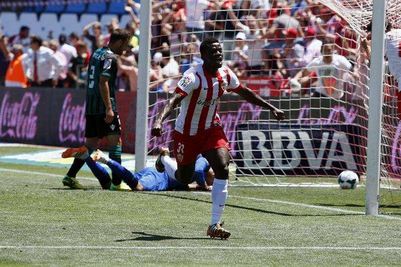 Azeez obra el milagro para el Almería (3-2)