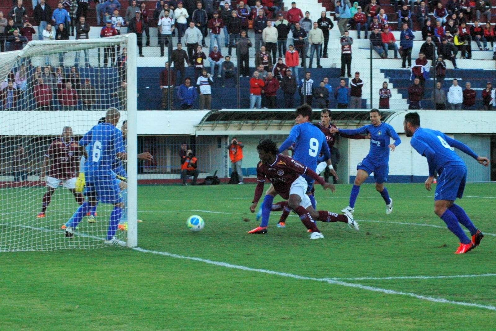 Baiano anotou o primeiro gol do Caxias na partida Foto: Rafael tOMÉ/Divulgação