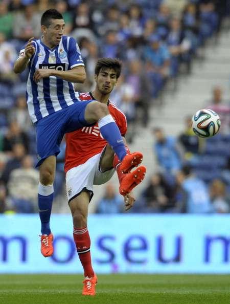 Reyes y Herrera, titulares en triunfo de Porto sobre Benfica