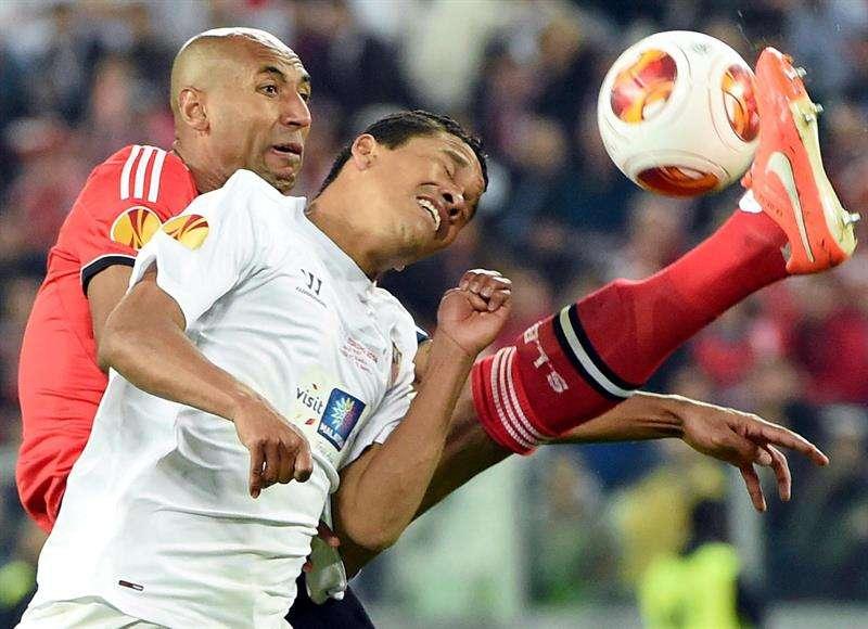 El delantero colombiano Carlos Bacca nació hace 28 años, exactamente, el 8 de septiembre de 1986. Su primer equipo fue el Minervén de Venezuela, luego, pasó al Barranquilla FC y después, al equipo de sus amores, el Junior de Barranquilla en donde fue campeón en el 2010 y 2011. Por su gran poder ofensivo fue contratado por el Brujas de Bélgica en donde marcó 25 goles en 35 partidos. Luego, el Sevilla de España se hizo con sus servicios. En el equipo español ha sido protagonista, especialmente por su gol al Real Madrid y su gran actuación en la Europa League de la que hoy se coronó como campeón. Foto: EFE
