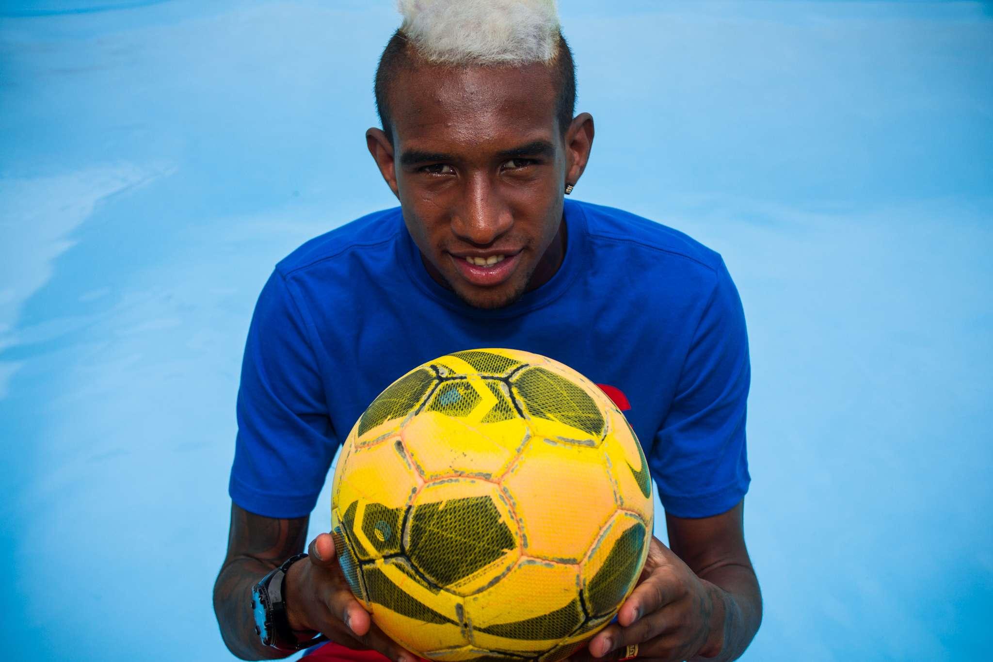 Talisca destacou bom trabalho na base do Bahia e vontade de jogar na Europa Foto: Nelson Oliveira