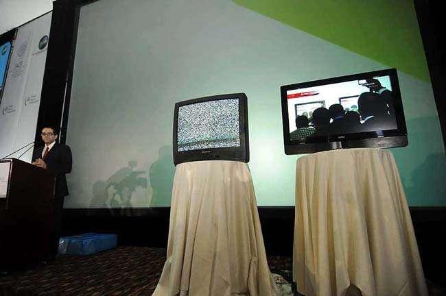 Se proveerá de televisores digitales a los hogares inscritos en el padrón de beneficiarios de los diversos programas sociales de la SEDESOL. Foto: Reforma