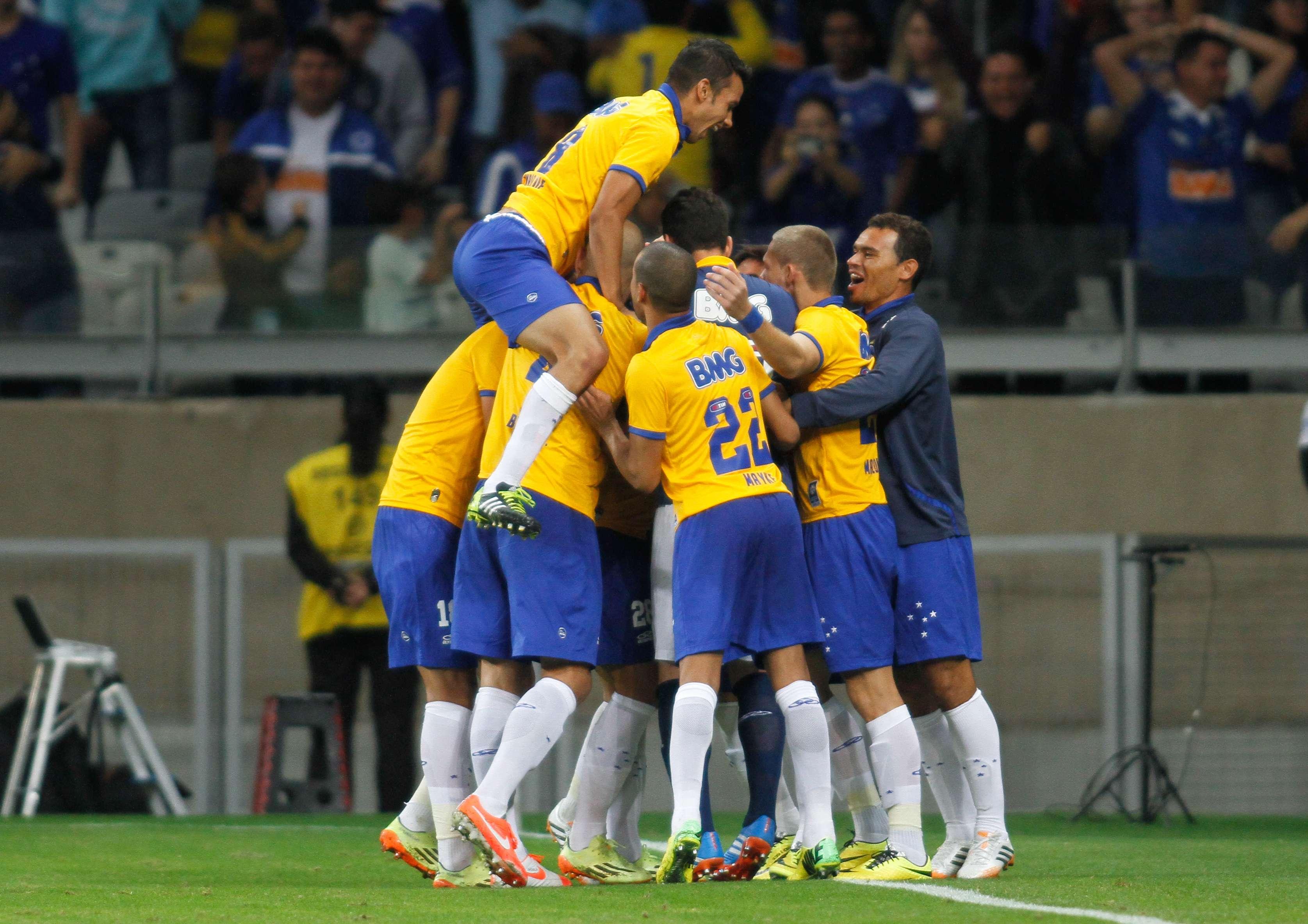 O Cruzeiro se despediu nesta quarta-feira do Mineirão com vitória por 2 a 0 sobre o Sport Foto: Ramon Bittencourt/Agência Lance