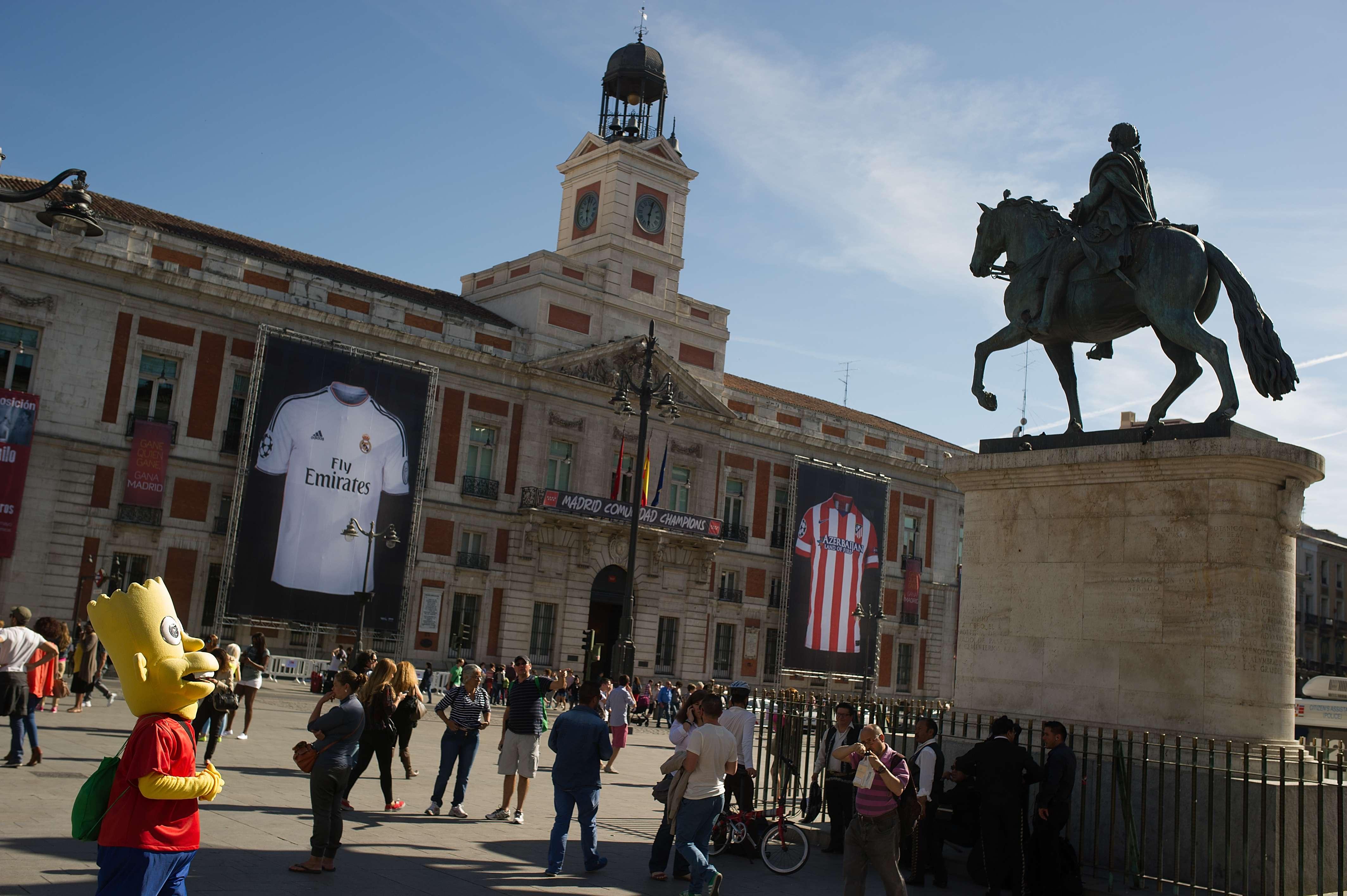 La céntrica Puerta del Sol madrileña se viste de gala para la ocasión. Foto: Getty Images