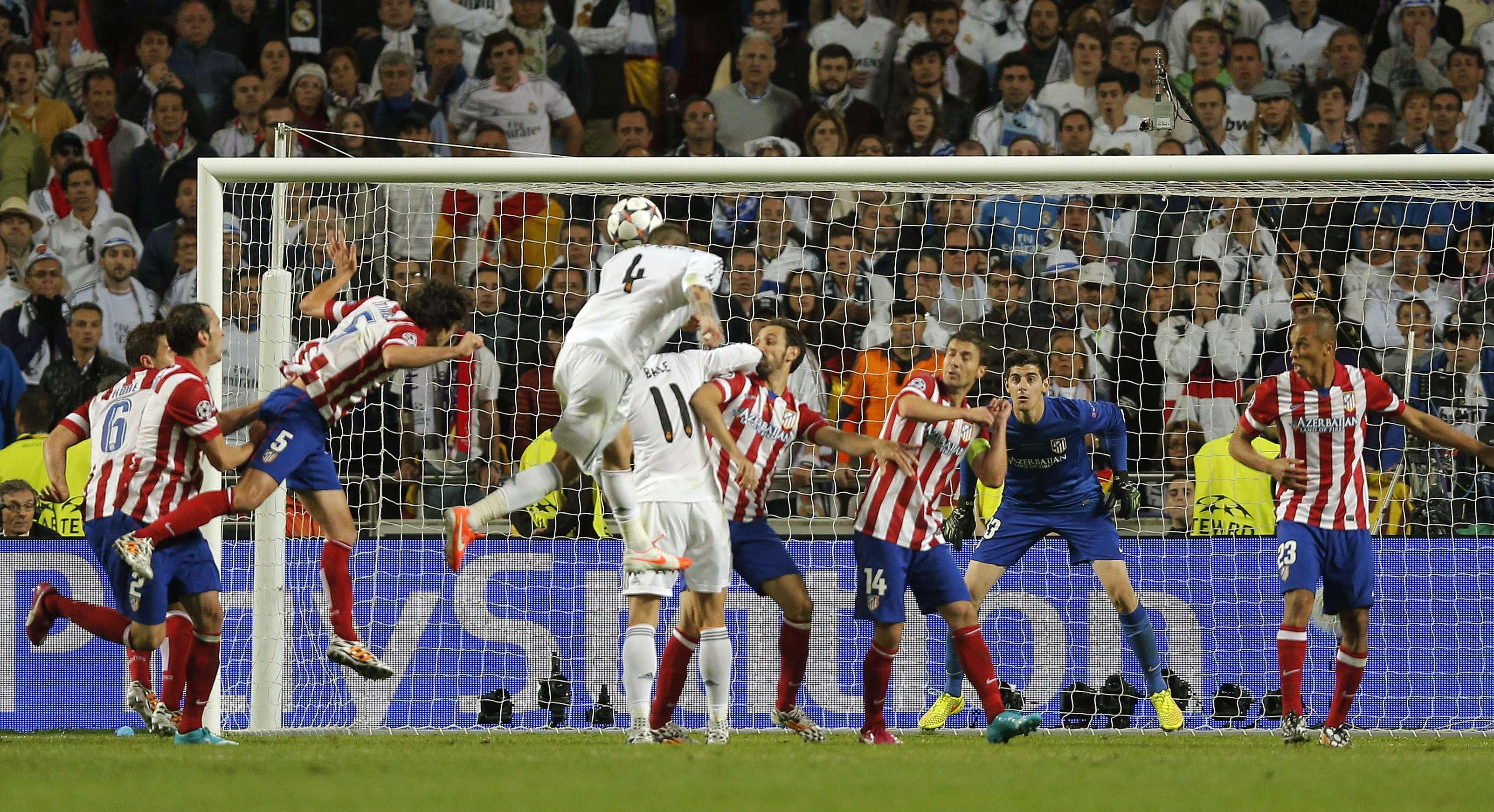 O jogo parecia definido, com vitória por 1 a 0 para o Atlético de Madrid, quando Sergio Ramos subiu mais que a defesa adversária após cobrança de escanteio e empatou Foto: AP
