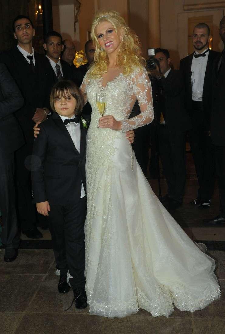 Val Marchiori se casou nessa sexta-feira (23) com empresário Evaldo Ulinski em São Paulo. Foto: Francisco Cepeda/AgNews