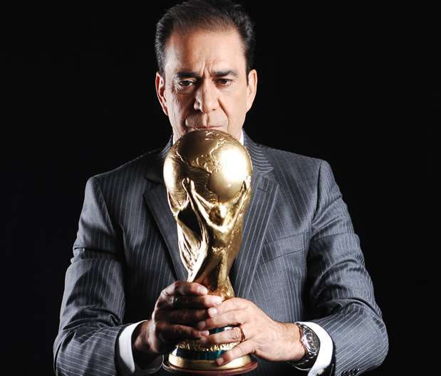 Bonvallet elogia a campeón y critica Balón de Oro para Messi
