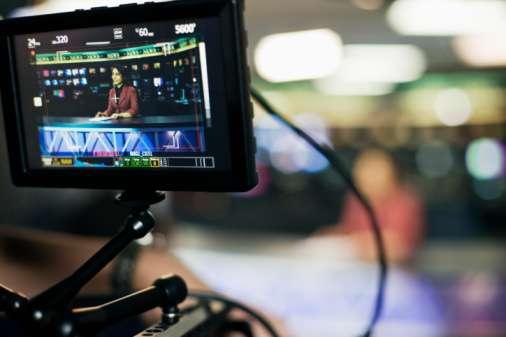 El pasado 15 de abril, el Pleno del instituto fijó el valor mínimo de referencia en 830 millones de pesos para cada una de las cadenas de televisión. Foto: Getty Images