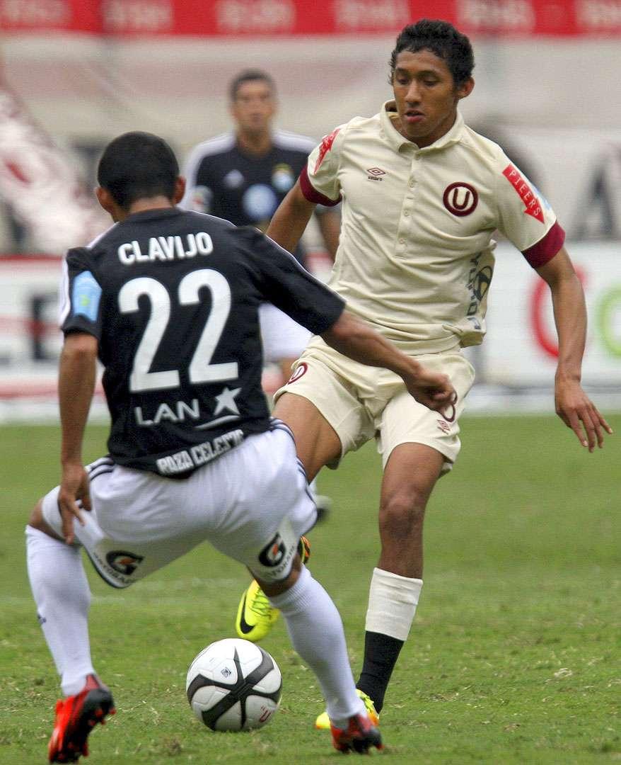 Christofer Gonzales, mediocampista de Universitario de Deportes de Perú. Foto: Raul Sifuentes/Getty Images