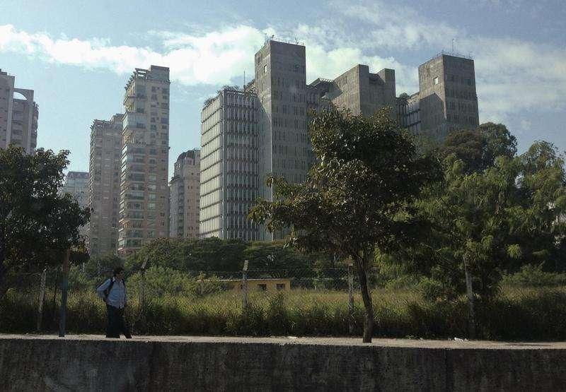 As vendas de imóveis novos na cidade de São Paulo cresceram 23,1 por cento em abril ante março, para 2.147 unidades, registrando melhora pelo segundo mês seguido, informou o sindicato da habitação paulista, Secovi, nesta segunda-feira. 18/06/2014 Foto: Maxim Shemetov/Reuters