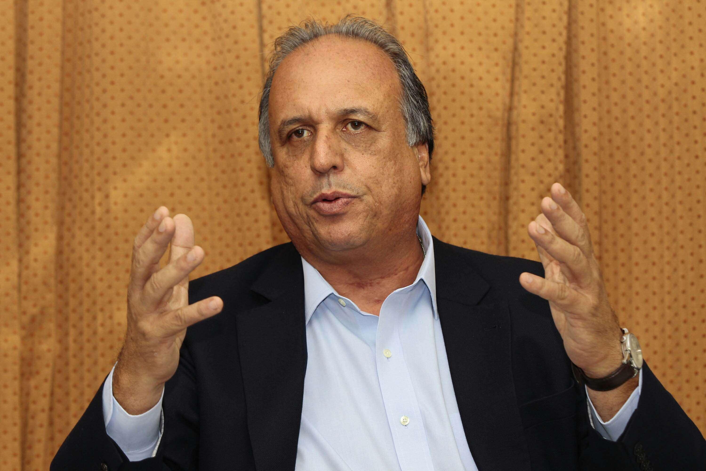 Governador e candidato à reeleição no Rio de Janeiro, Luiz Fernando Pezão (PMDB) foi alvo de ataques de militantes dos candidatos Anthony Garotinho (PR)e LindbergFarias (PT)