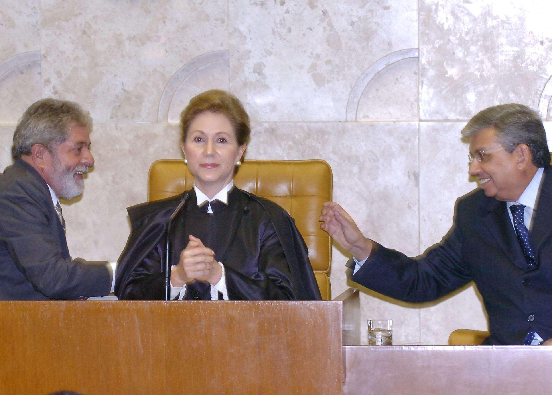 A ex-ministra do STF Ellen Gracie ao lado dos então presidente da República Luiz Inácio Lula da Silva e do Senado Garibaldi Alves Filho, em imagem de 2008 Foto: José Cruz/Agência Brasil