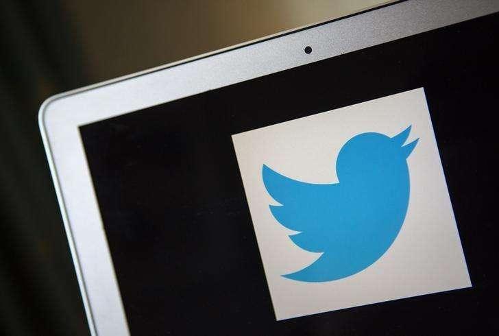 """En la imagen de archivo, un logo de Twitter en Ventura, California, el 21 de diciembre de 2013. Rusia pidió el lunes a Twitter que impida el acceso a una docena de cuentas a las que considera """"extremista"""", dijo el jefe de la agencia local de regulación de las telecomunicaciones, en un nuevo paso del Gobierno ruso por tener un mayor control sobre sitios de internet establecidos en el extranjero. Foto: Eric Thayer /Reuters"""